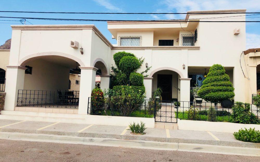 Casa en venta de 3 recamaras en Guaymas Sector campo de tiro.