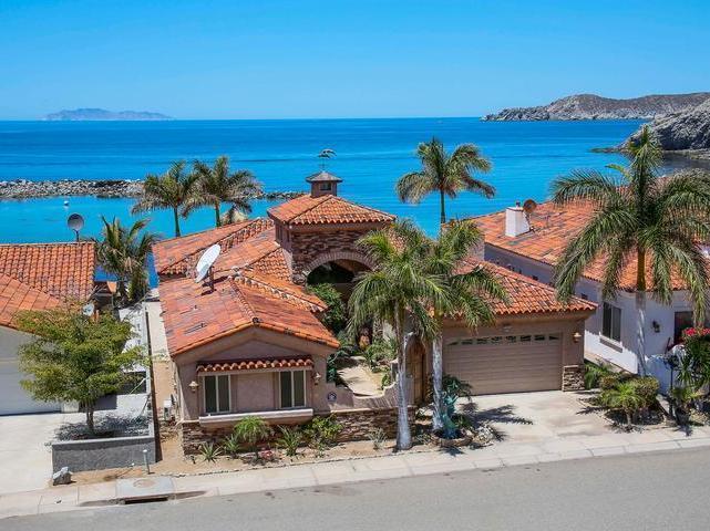 Casa a la venta en San Carlos, frente al mar, Bahía Esmeralda