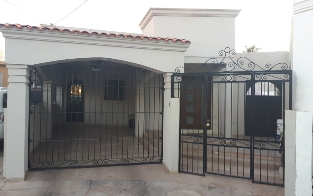 Casa en venta en Guaymas de 3 recamaras, villas de miramar